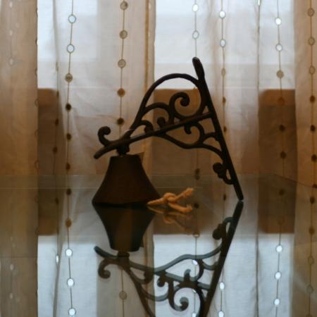 Litinový zvonek malý hnědý, Casa de Engel