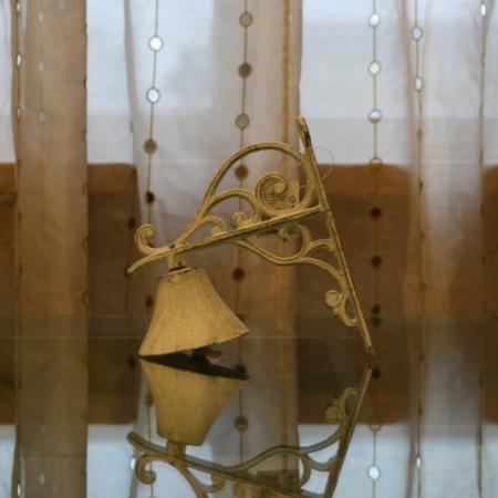 Litinový zvonek malý bílý, Casa de Engel
